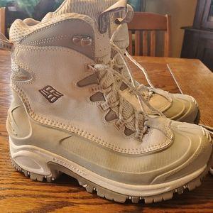 Columbia white omni heat womens boots Sz 7